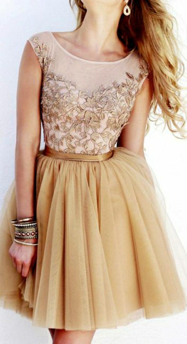 Cocktail-Kleid-mit-Tüll-und-goldenen-Elementen