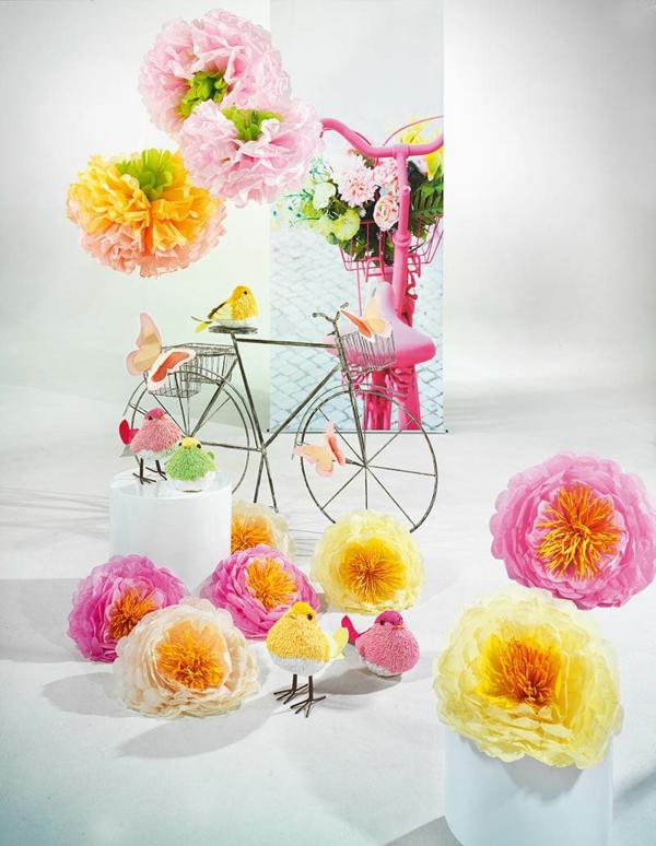 Dekoration-mit-Fahrrad-und-Papierblumen-resized