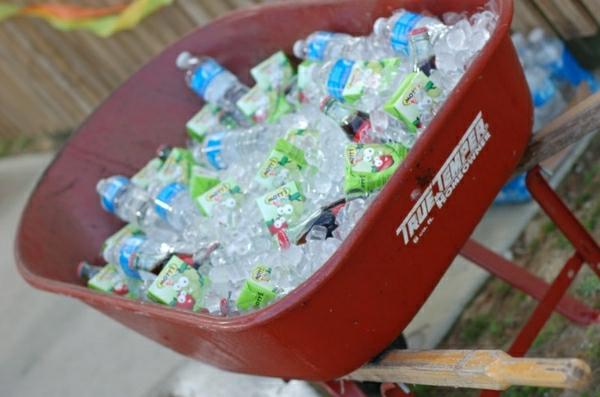 Getränke-und-Eis-im-Wagen