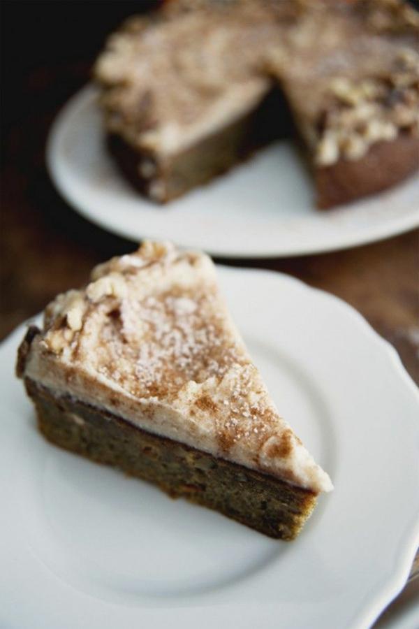 Gewürz-Persimmon-Kuchen-mit-Zimt-Braunzucker-Frischkäse-Glasur