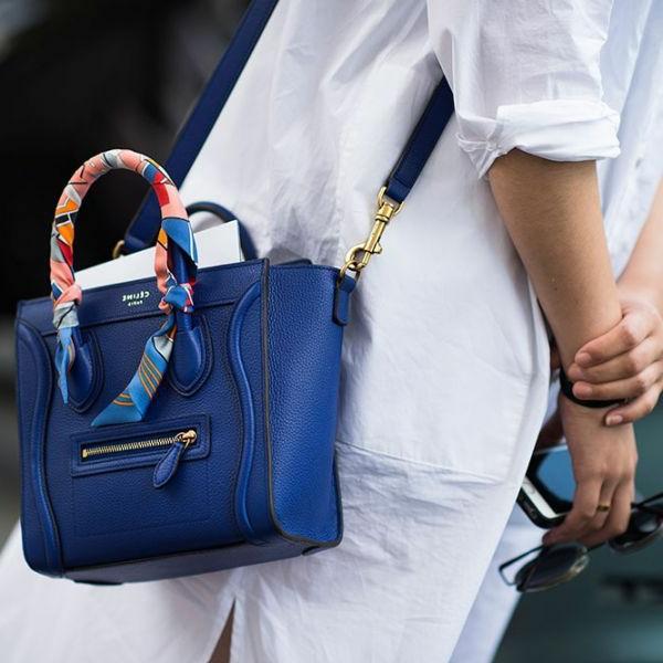 Halstuch-an-der-Handtasche