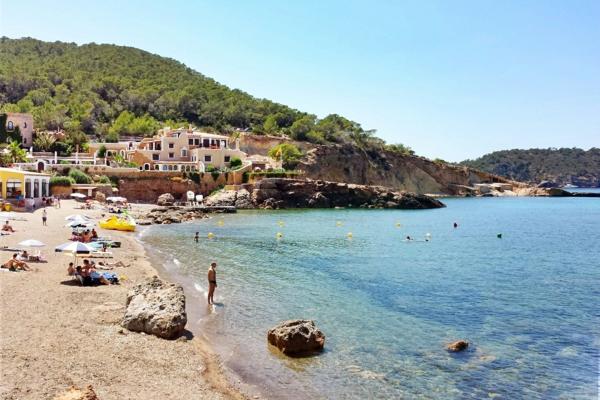 Ibiza-Strände-Cala-Xarraca-resized