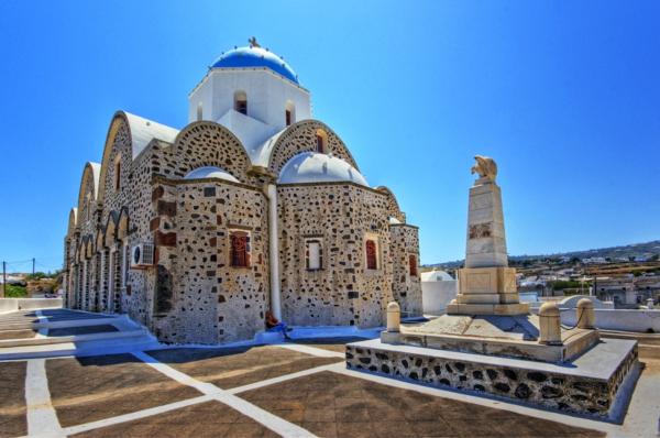 Kirche-in-Vothonas-Santorini