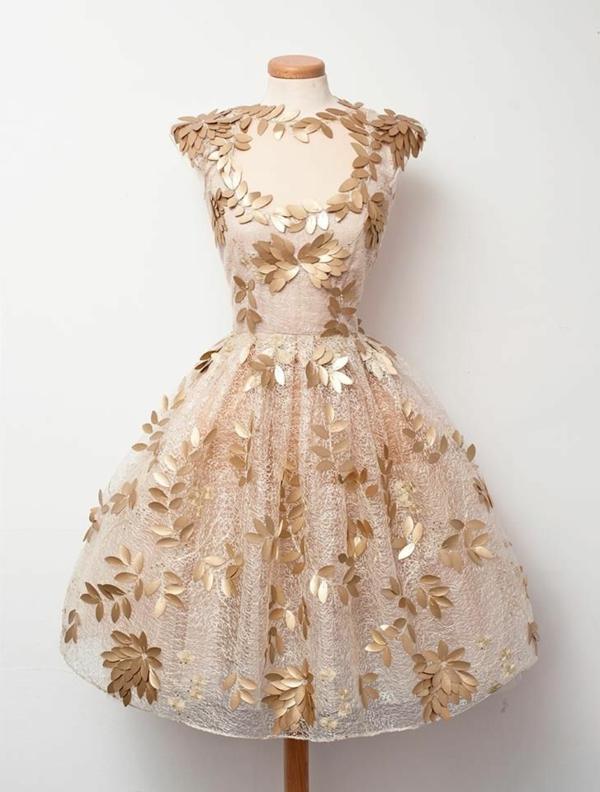 Kleid-aus-Tüll-mit-goldenem-Laub