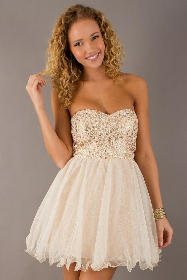 Mini-Kleid-mit-goldenem-Top