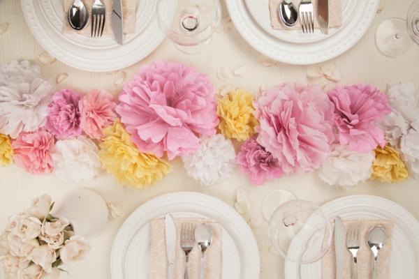 Papierblumen-als-Tischdekoration-resized
