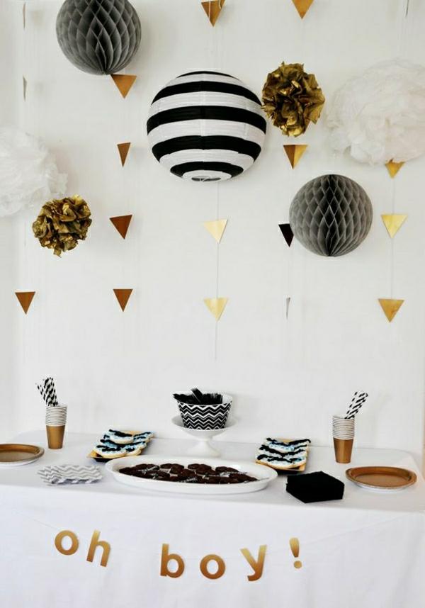... Goldene Wanddekoration Und Von Der Decke H Ngende Papierblumen Und Race  Car Birthday Party Cake 25 Ideen ...