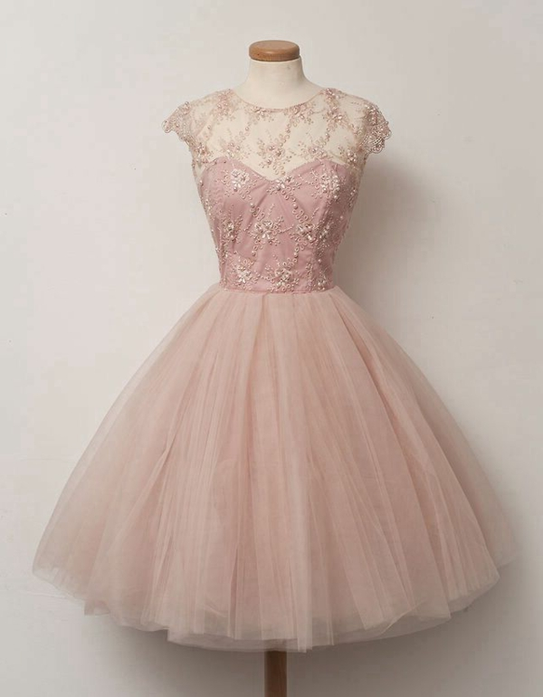 Pastellrosa-Kleid-mit-Perlen