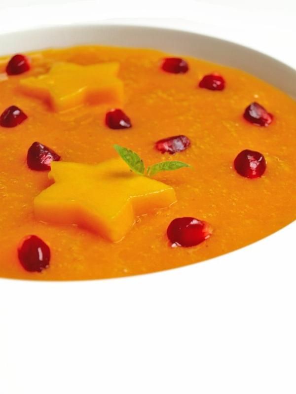 Persimmon-Suppe-mit-Mango-und-Granatapfel
