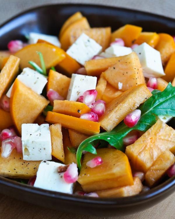 Persimmon-und-Granatapfel-Salat-mit-Mozzarella