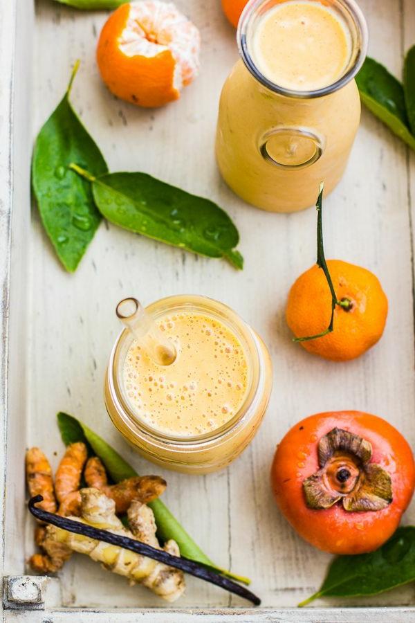 Kaki-Frucht--und-Tangerine-Smoothie-mit-Vanille-Ingwer-und-Kurkuma