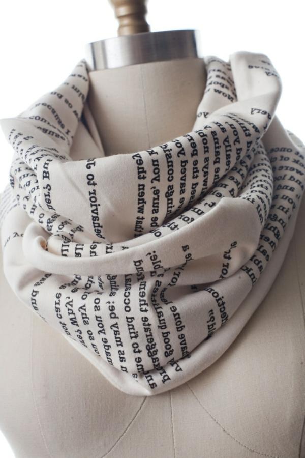 Schal-mit-Buch-Druck