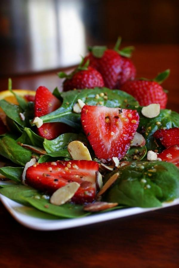 Spinat-Rezepte-Spinat-Erdbeere-Salat-resized