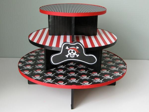 Tortenständer-in-Piratenstilistik-resized