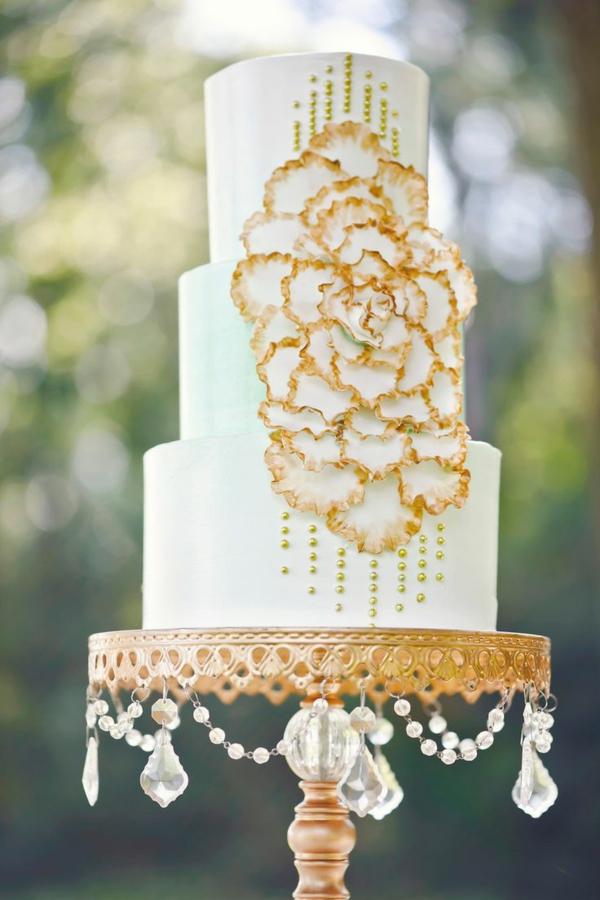 Tortenständer-mit-Kristallen-für-Hochzeit-resized