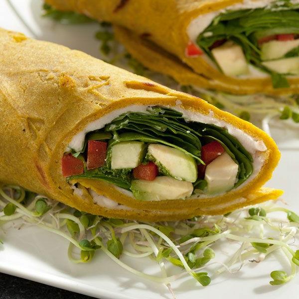 Vegane-Buchweizen-Pancake-Wraps-mit-Spinat-Petersilienpesto-und-Bohnencreme-resized