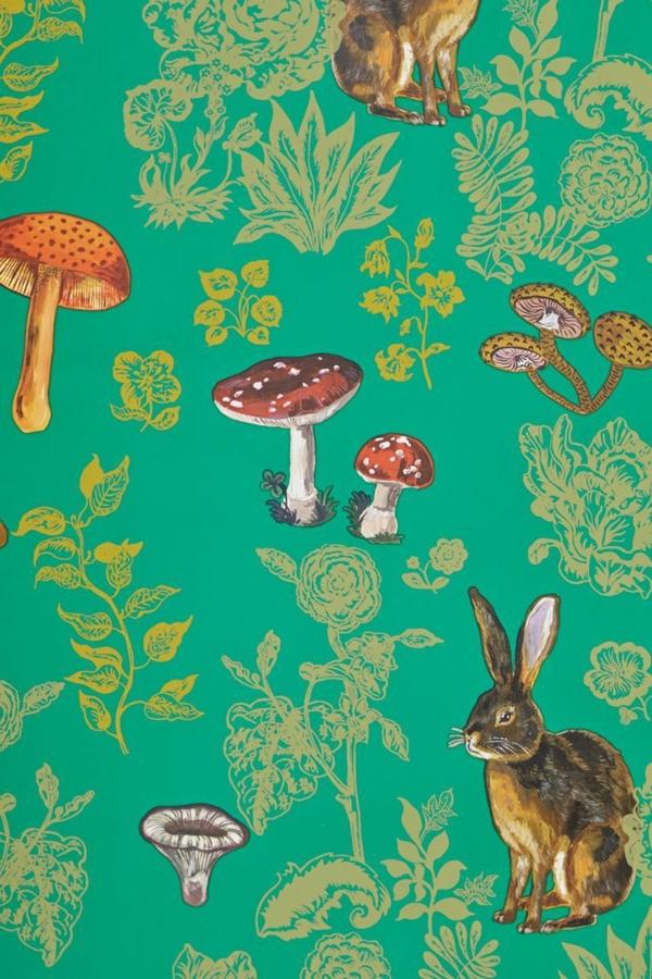 Waldtiere und Pilze an grünem Hintergrund fürs Kinderzimmer