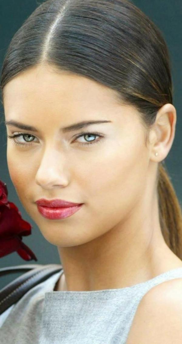adriana-lima-mit-einem-eleganten-look