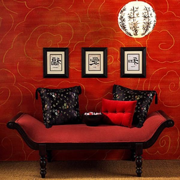Asiatische Zimmergestaltung Rote Wand Und Cooles Sofa