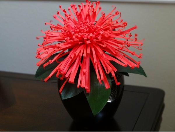 außerordentliche-rote-Papierblume-resized