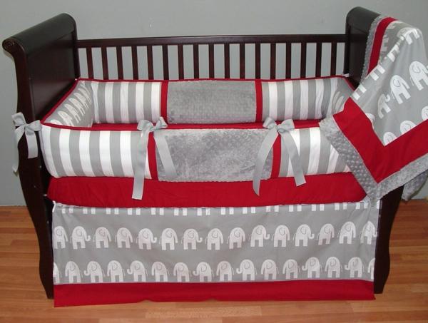 babyzimmer-junge-bettwäsche-in-rot-und-grau