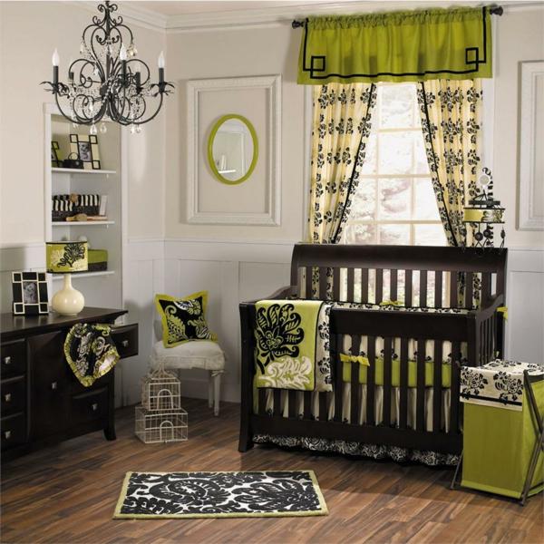 babyzimmer-junge-schöne-grüne-gardinen