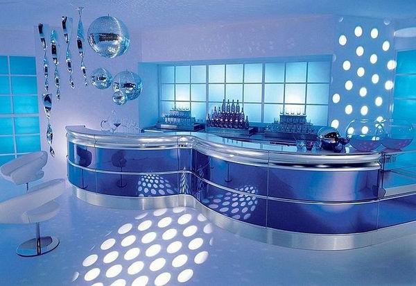 bar-gestaltung-im-blauen-licht