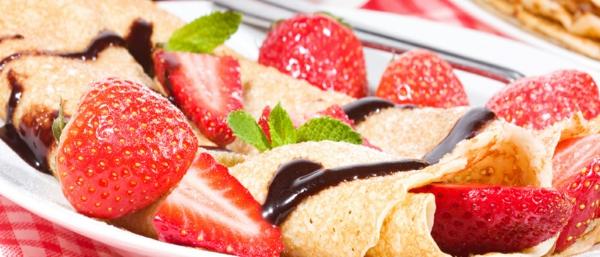 basisches-frühstück-leckeres-frühstück-gesundes-frühstück-rezepte-perfektes-frühstück-schokolade-erdbeeren