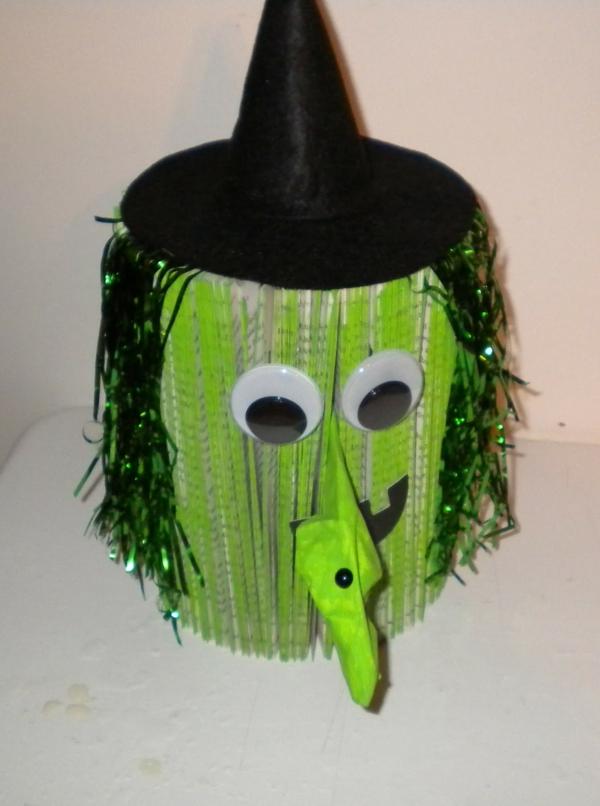 basteln-mit-karton-grüne-figur