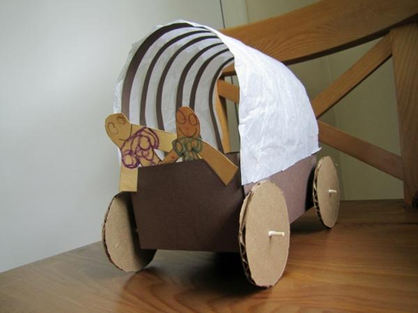 basteln-mit-karton-kinderwagen-machen