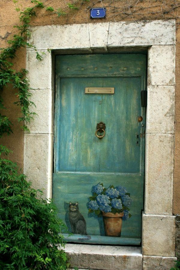 bemalte-wohnungstüren-eingangstüren-madeira-portugal-katze-und-blumentopf