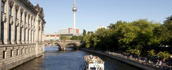 berlin-in-frühling-wunderschönes-atemberaubendes-bild