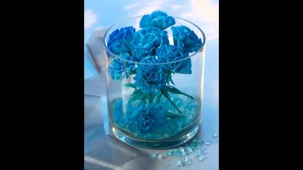 blaue-Papierblumen-in-Glas-resized