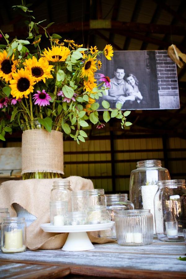 blumendeko-sommerblume-in-gelber-farbe-in-einer-vase