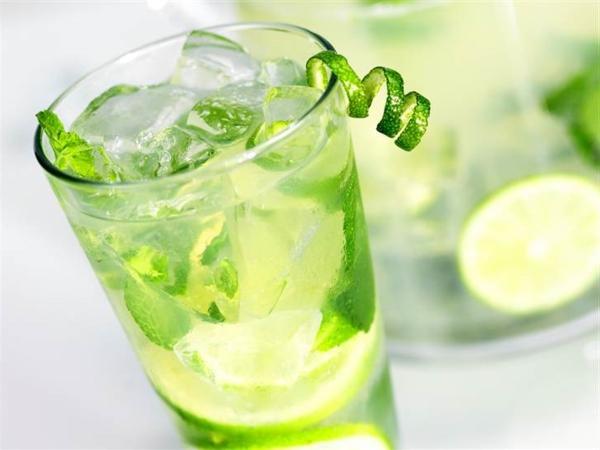 cocktail-dekoration--cocktail-rezept-mojito-cocktail-rezept-bekannte-cocktails-lime Mojito Cocktail