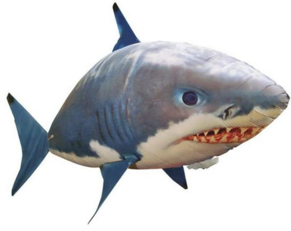 coole-geschenke-für-jungs-hai-spielzeug-weißer-hintergrund