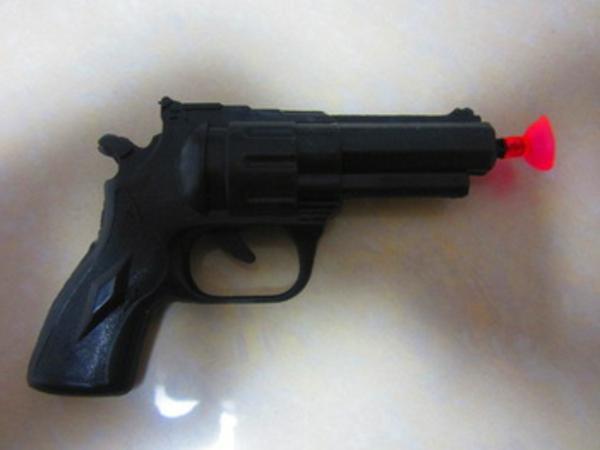 coole-geschenke-für-jungs-spielzeug-schwarze-pistole