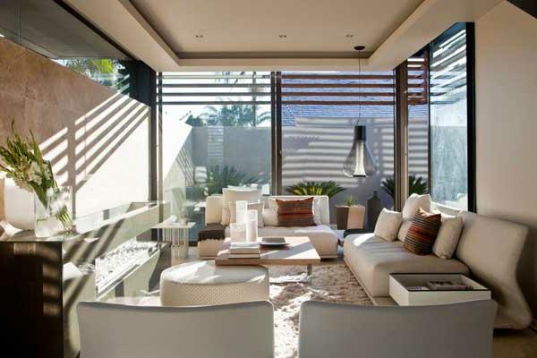 cooles-wohnzimmer-mit-weißen-möbeln