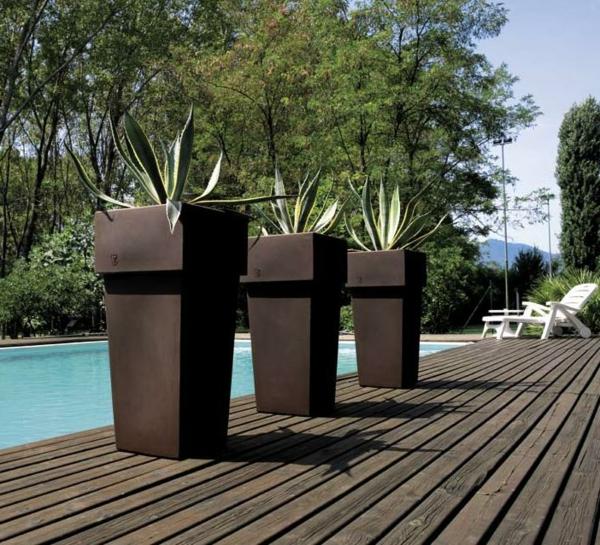 deko-ideen-blumen-blumenkübel-am-pool-exterior-design-ideen