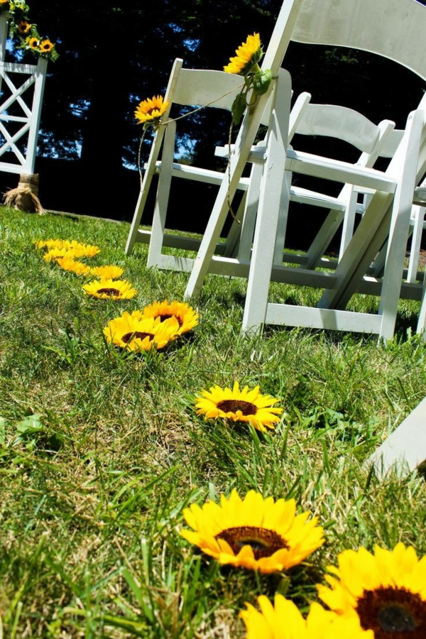 dekoideen-mit-blumen-blumendeko-sommerblume-gelber-farbe