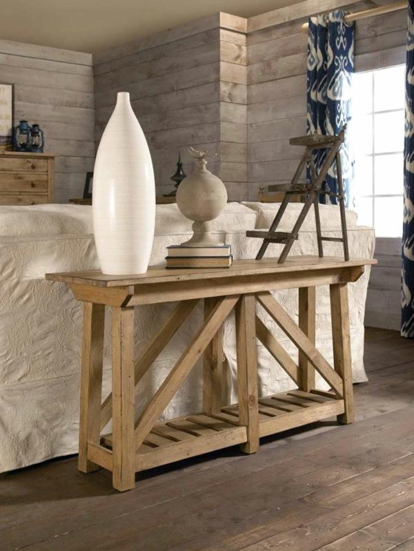 dekorativer-tisch-aus-echtholz-neben-einem-sofa