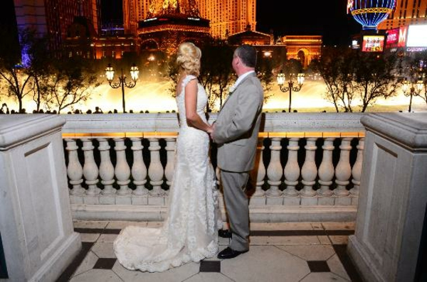 ehepaar-auf-einer-terrasse-in-las-vegas - eleganter look
