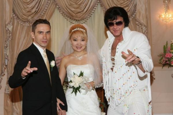 Heiraten in Las Vegas ist eine reale Sache. Es passiert nicht nur auf ...