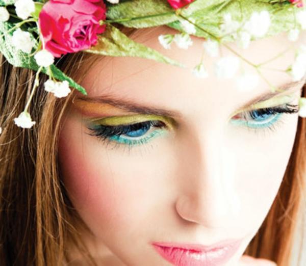 eine-junge-frau-mit-einem-kranz-und-frühling-make-up