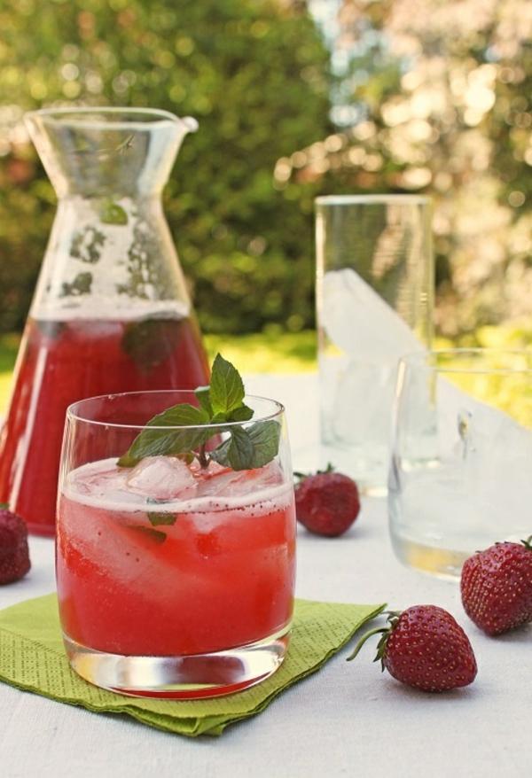 erbeermojito-cocktails-rezepte-die-besten-cocktails-klassische-cocktails-cocktail-klassiker