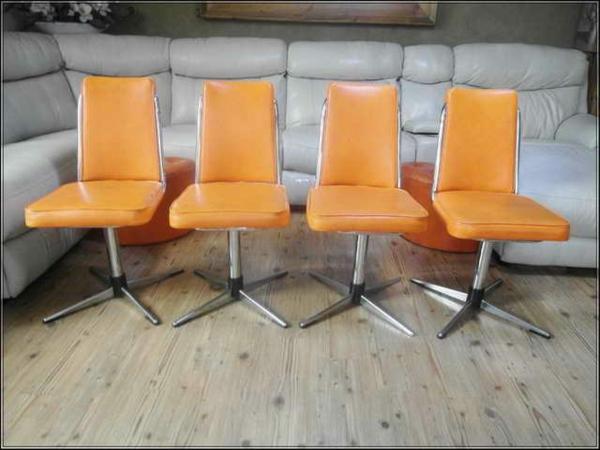 esszimmer-drehstuhl-vier-orange-stücke