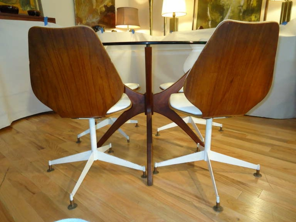 esszimmer-drehstuhl-zwei-moderne-stücke