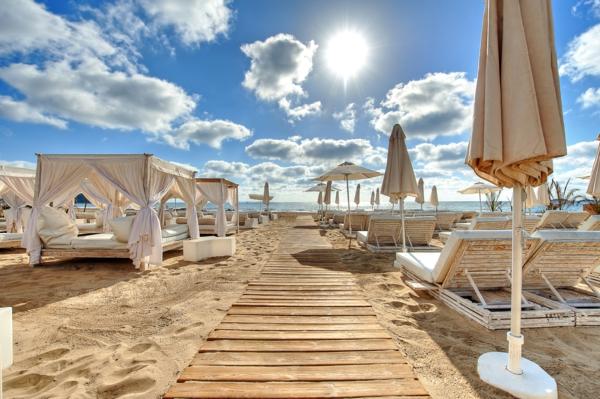 exotischer-Strand-in-Ibiza-resized