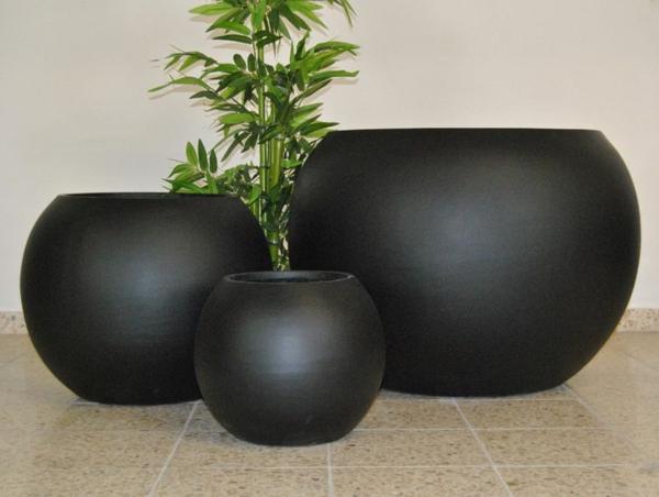 --exterior-design-deko-ideen-blumen-blumenkübel-in-schwarz