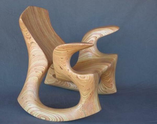 extravaganter-stuhl-aus-echtholz